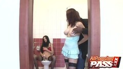 Lellou And Lea Mage toilet threesome Thumb