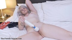 Blonde coed vibes her warm pussy Thumb