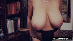 Kelly Madison enjoys a solo masturbation session Thumb